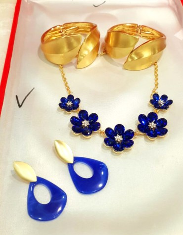 New African Elegant Fancy Lovable Diamond Work Necklace Set with Stylish Bracelet