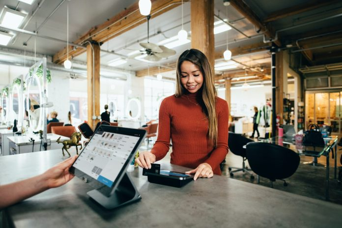 Four Reasons to Apply for Credit Cards in the UAE