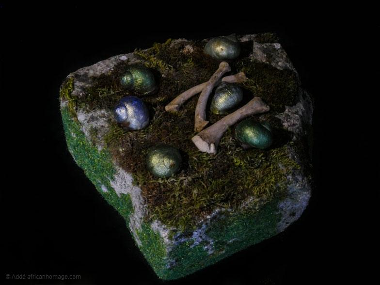 The bitter golden snail, sculpture, Addé