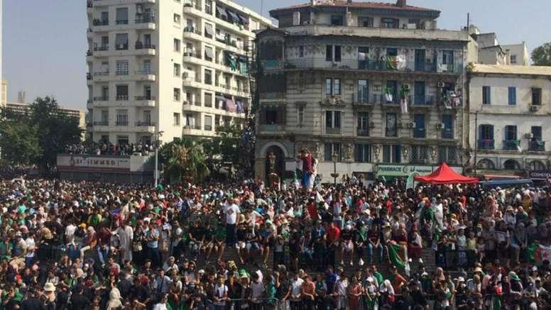 les supporters venus accueillir leurs héros, capture d'écran, juillet 2019