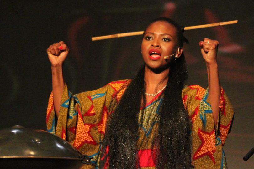 Helen Epega lors d'une représentation, The Gardian Nigeria,