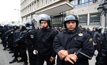 La sécurité des Tunisiens constitue incontestablement l'un des acquis de leur pays. C'est dans ce contexte que la sûreté nationale développe des efforts assidus afin de contribuer efficacement dans la protection des personnes et des biens. ...