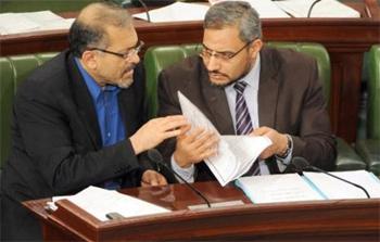 Les sondages d'opinion effectués depuis les élections du 23 octobre 2011 ont souligné 3 éléments essentiels. Le premier a trait à l'érosion de la crédibilité d'Ennahdha