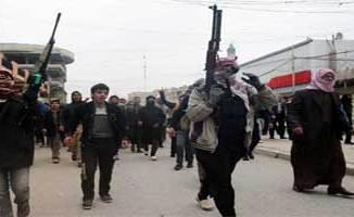 Les jihadistes progressaient vendredi sur trois axes vers Bagdad après avoir renforcé leur emprise sur les territoires conquis dans