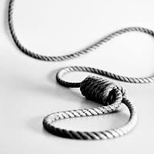 Un sergent de la douane s'est suicidé vendredi après-midi par pendaison dans la région de Oueled Slama (gouvernorat Gafsa).Dans une déclaration à Shems FM
