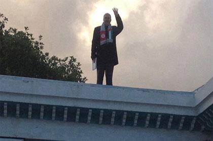 Une photo partagée abondamment sur les réseaux sociaux a créé le buzz sur la tentative de suicide du député nahdaoui Nejib Mrad.