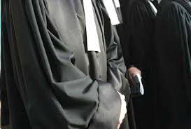Le juge d'instruction du 5ème bureau au tribunal de première instance de Tunis vient de quitter sous escorte policière