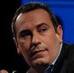 Moez Ben Gharbia a répondu dans un statut sur sa page face book à Slim Riahi qui publié les sommes d'argent reçues de la part de la chaine Attounsiya avoisinant les 3 millions de dinars pour les seules
