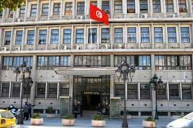 Un certain nombre d'agents révoqués de différents services ont décidé de passer la nuit devant le siège du ministère de l'Intérieur