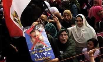 Le nouveau discours des islamistes tunisiens et leurs alliés de la troïka à propos de la crise égyptienne met en avant la nécessité du dialogue pour dépasser la crise actuelle. Ils tablent ainsi sur un processus de concertations qui rétablirait Mohamed Morsi dans