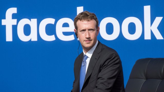 Zuckerberg push against shareholders,refuses to Step down as Facebook Chairman