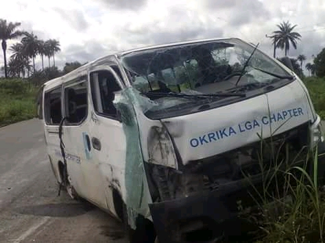 Bus conveying APC members somersaults