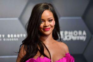 Rihanna donates