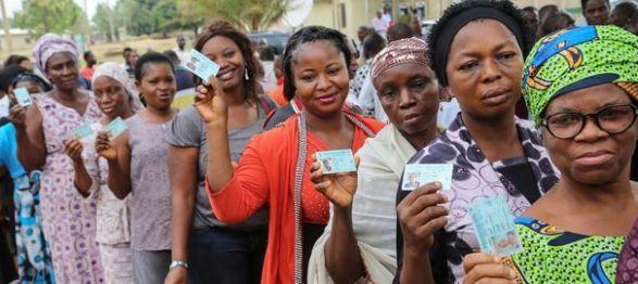 des-femmes-attendent-pour-voter-a-abuja-au-nigeria-le-28-mars-2015_5309939