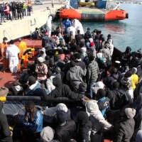 Méditerranée: Un chalutier chavire avec 700 migrants à bord selon le HCR