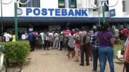 A la PosteBank à Libreville