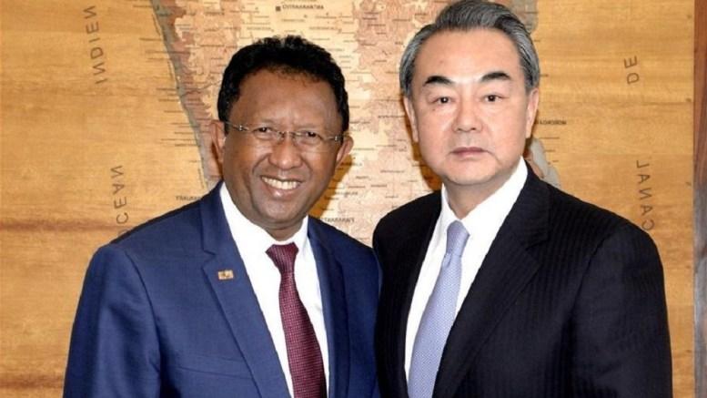 Hery Rajaonarimampianina et le ministre chinois des affaires étrangères - Madagascar : Le président est en Chine
