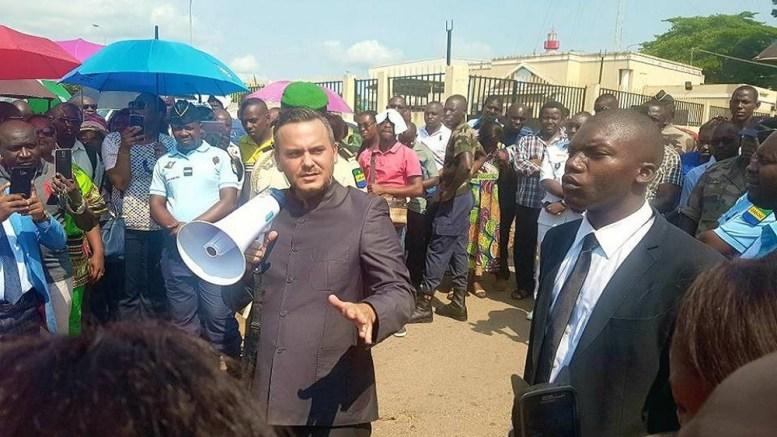 Brice Laccruche Alihanga et les grévistes à Owendo