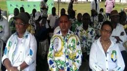 Jean-Marie Ogandaga au milieu