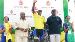 Joseph Areruya reçoit le trophée de la Tropicale Amissa Bongo