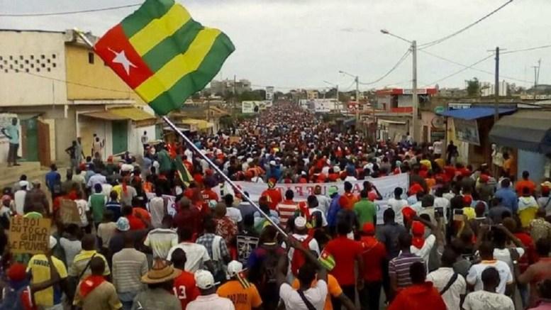 Tous dans la rue au Togo