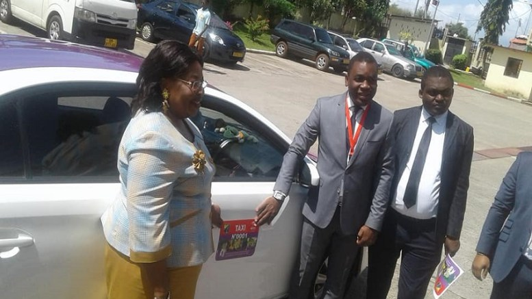 Cyril Onzigui et Jeanne Mbagou à la mairie d'Owendo