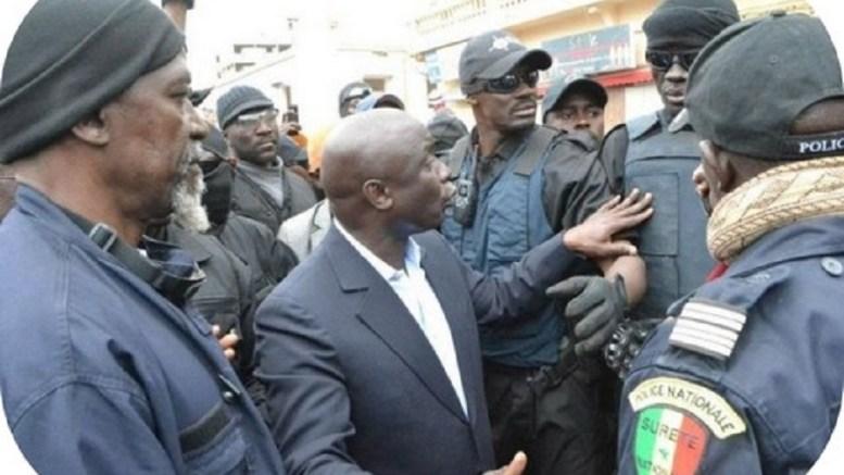 Idrissa Seck face à la police
