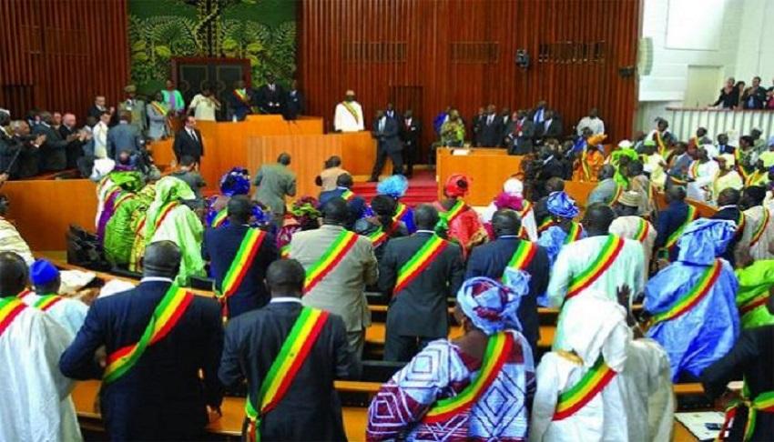 Parrainages candidatures : la loi passe finalement, en l'absence de l'opposition