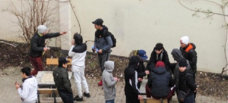 Des hordes d'enfants migrants dans les rues de Paris