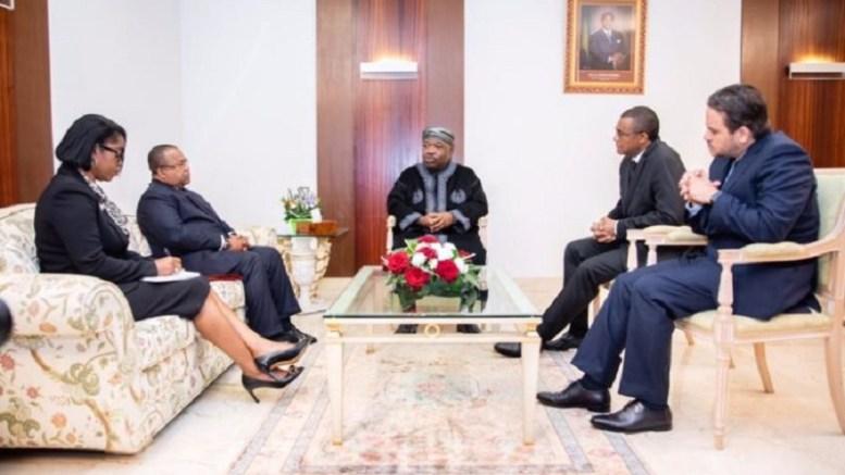 Séance de travail entre Ali Bongo Ondimba et ses collaborateurs