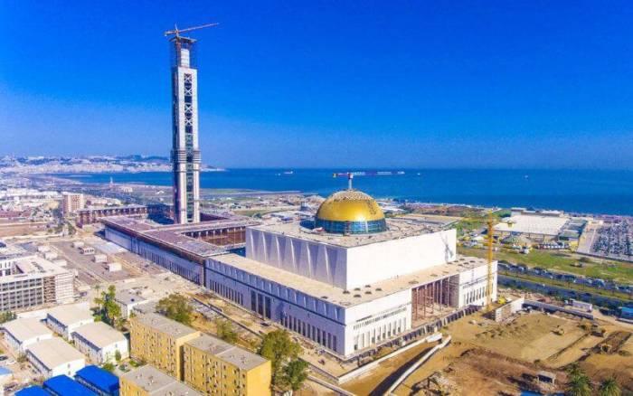 """À la découverte de """"Djamaâ El Djazaïr"""" la plus grande mosquée d'Afrique"""