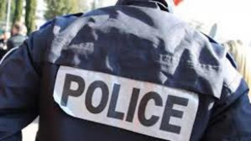 dealer policier déguisé en femme