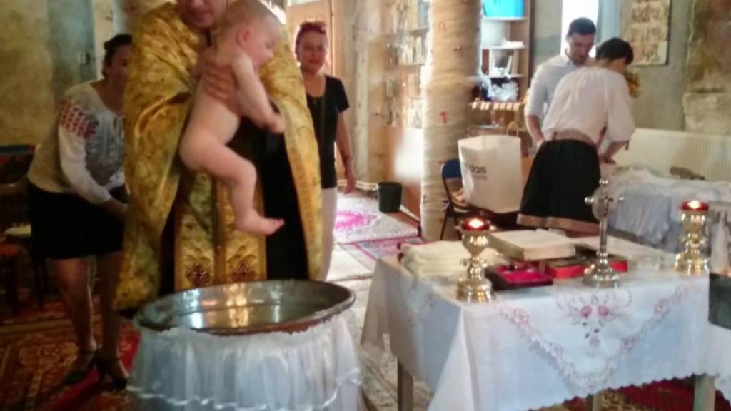 Roumanie bébé meurt plongé eau de baptême(à titre illustratif)