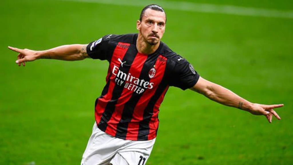 Zlatan Ibrahimovic attaquant suédois prolonger carrière AC Milan