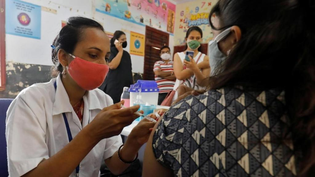 Covid-19 Inde femme meurt police bouteille d'oxygène VIP
