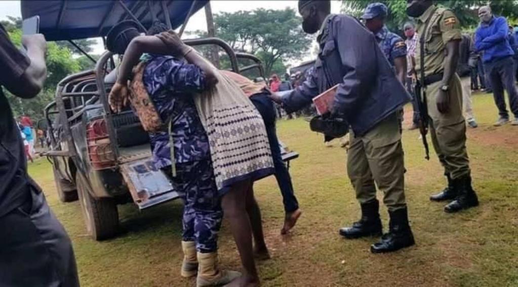 Ouganda couple collé