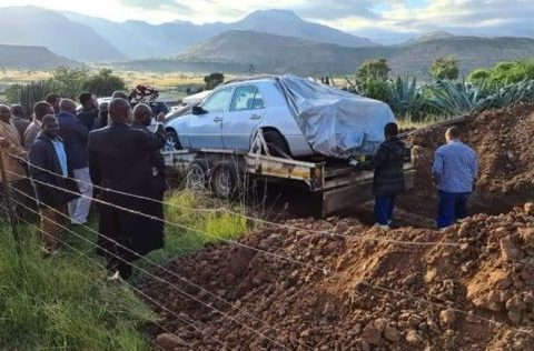 Man buried in his car 562x316 1