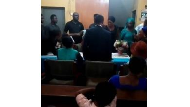 Bride refuses to kiss her fiance during their court wedding [Video]