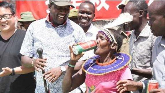 Chinese company donates beers to starving victims in Kenya [Photos]