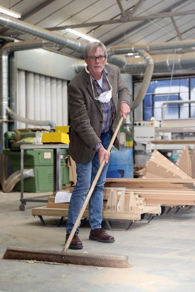 Famous furniture maker ban from wiping floor with broom: 'Nonsense!'