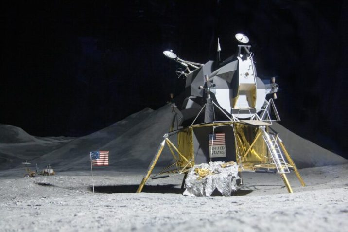 The trip to the moon: everything ready in Houston