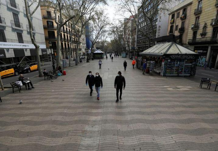 It is normal to walk on the Ramblas in Barcelona.