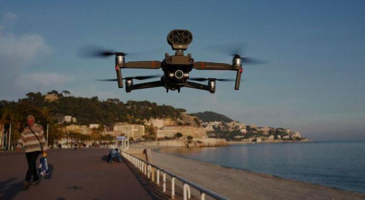 The drone flies above the Promenade des Anglais.