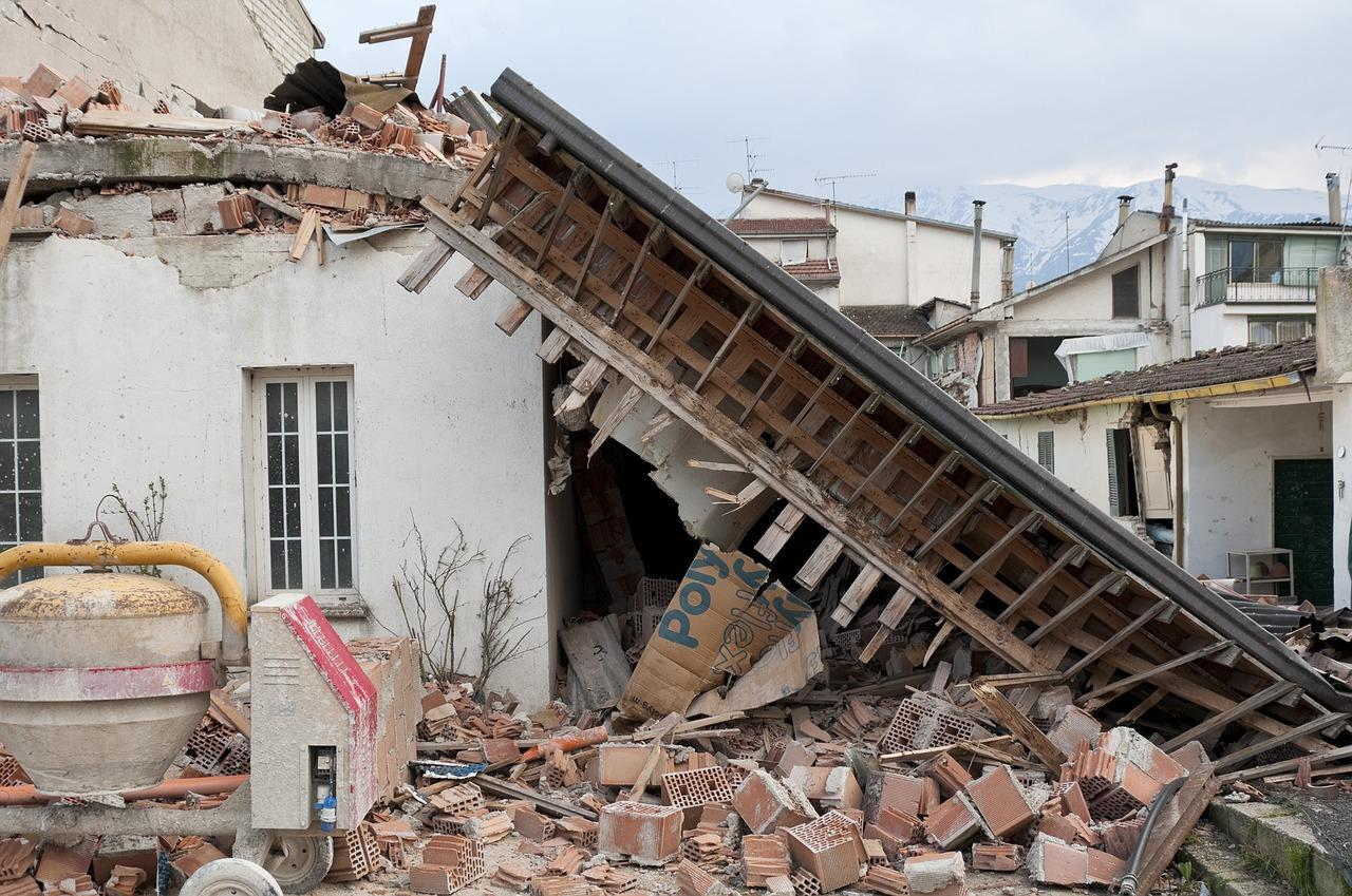 Earthquake startles people in western Greece