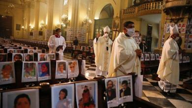 Archbishop fills cathedral with over 5,000 photos of deceased corona victims