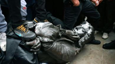 British protesters draw statue of slave trader from plinth and throw it into water