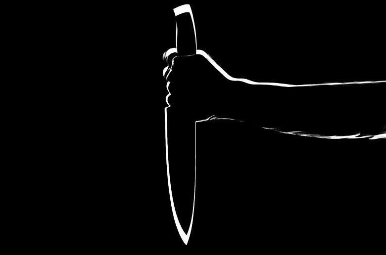 Extreme jealousy: Lady tries to slit her future co-wife's throat