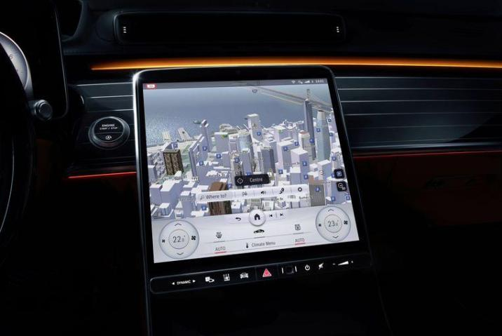 This part Mercedes also revealed: the new S-class gets a large 'standing' screen in the dashboard, much like in the Tesla Model S.