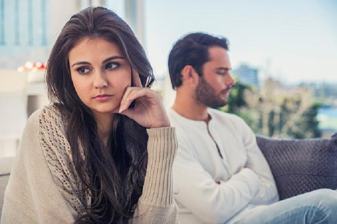 6 important signs of how a man who has fallen out of love behaves