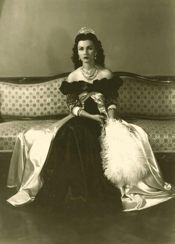 Official photo of Queen Fawzia of Iran in 1945, she took shortly before leaving for Cairo